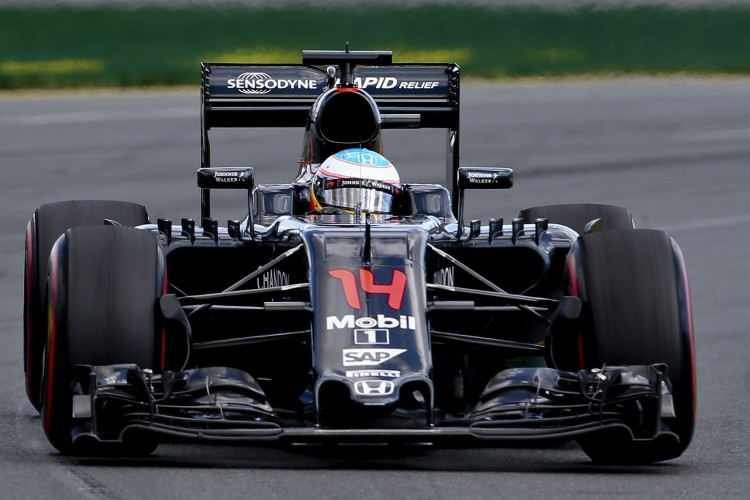 SMA257. Melbourne (Australia), 20/03/2016.- Spanish Formula One driver Fernando Alonso of McLaren-Honda in action during the Australian Formula One Grand Prix at the Albert Park circuit in Melbourne, Australia, 20 March 2016. EFE/EPA/DIEGO AZUBEL