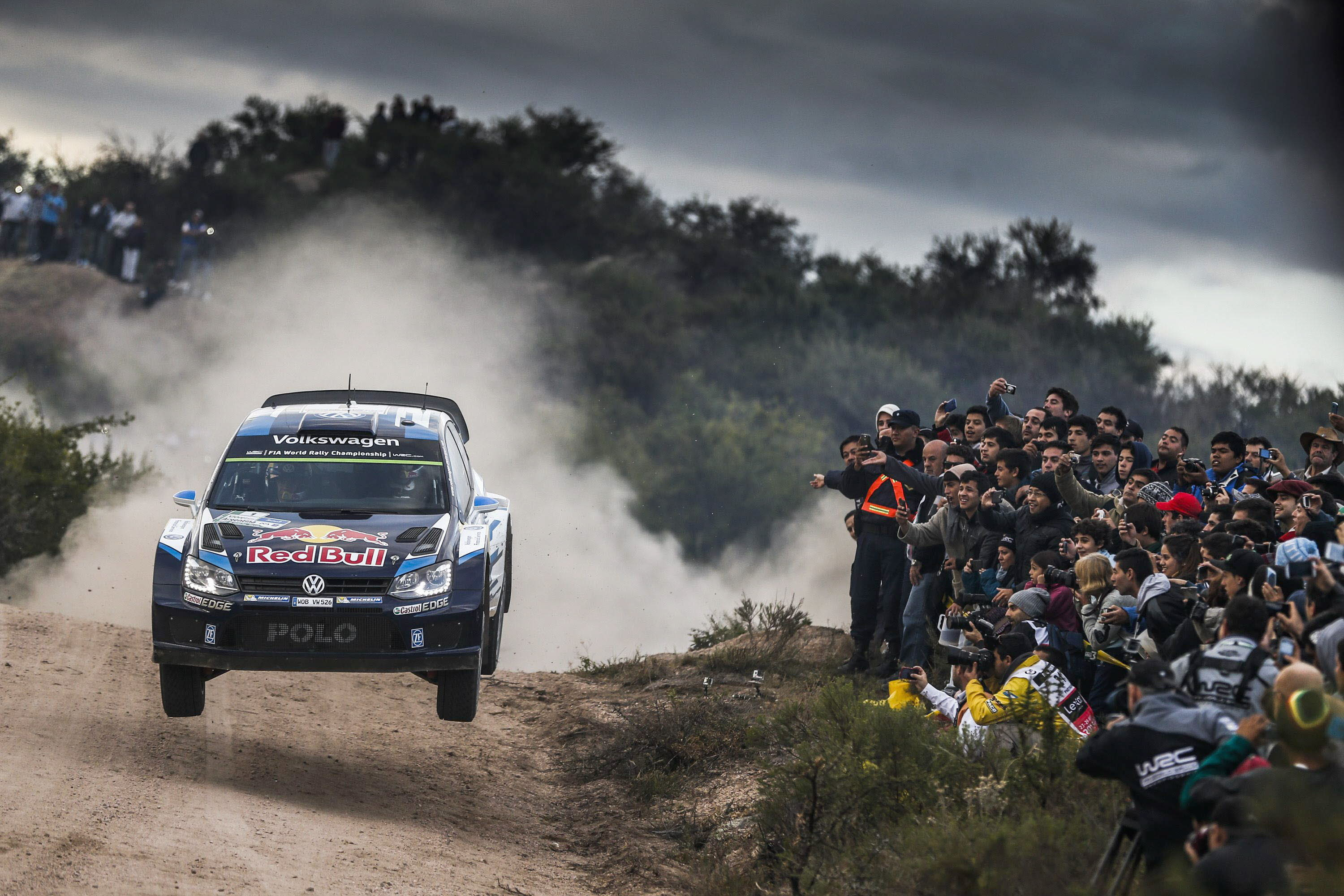 COR08. Cordoba (Argentina), 25/04/2015.- Reigning world champion rally driver Sebastien Ogier of France driving his Volkswagen Polo R WRC during Day 2 of XION Rally Argentina 2015, Villa Carlos Paz, Cordoba, Argentina, April 25, 2015. (Francia) EFE/EPA/STR