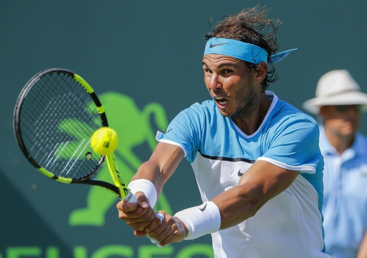 ELX33. Miami (United States), 26/03/2016.- Rafael Nadal of Spain in action against Damir Dzumhur of Bosnia and Herzegovina during their second round match at the Miami Open tennis tournament on Key Biscayne, Miami, Florida, USA, 26 March 2016. (España, Tenis, Estados Unidos) EFE/EPA/ERIK S. LESSER