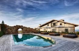 Un caserío con vistas al faro