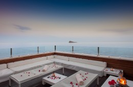 Un hotel colgado sobre el mar 1