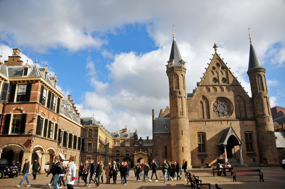 13 La Haya