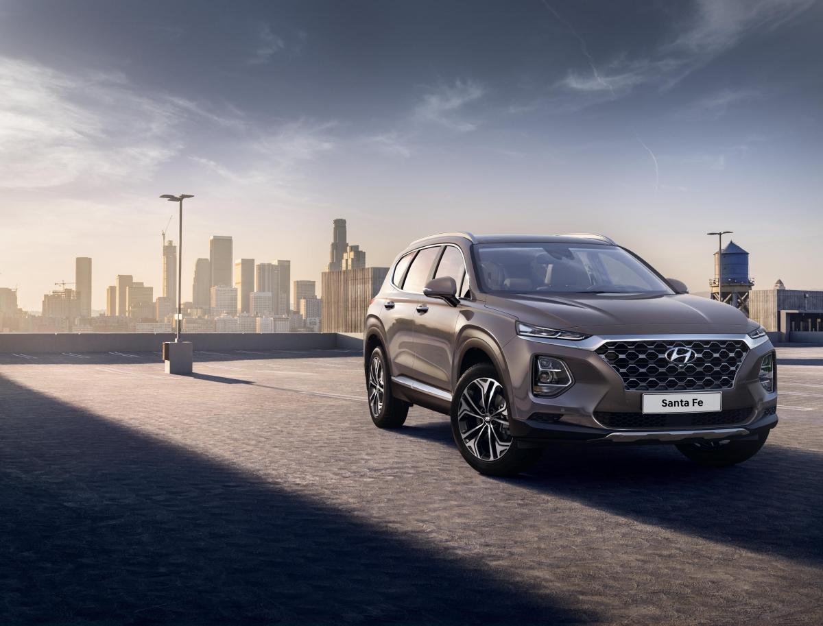 Hyundai New Santa Fe exterior