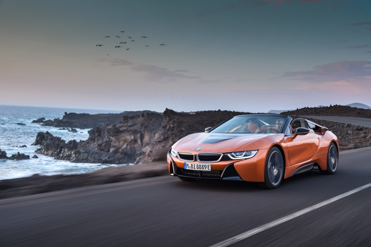 P90285377 highRes the-new-bmw-i8-roads