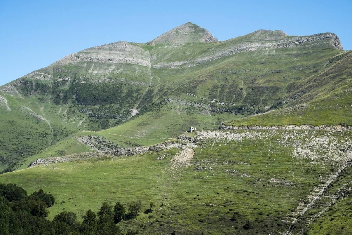 Vista de la cima del primer 2.000 del Pirineo, el Monte Orhi.
