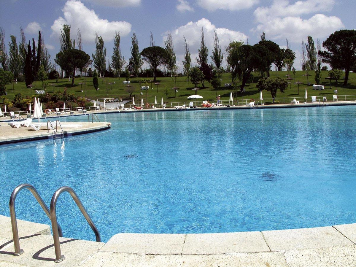 Precio piscina san sebastian de los reyes el de junio for Piscina dehesa boyal