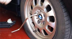 Cómo cambiar una rueda