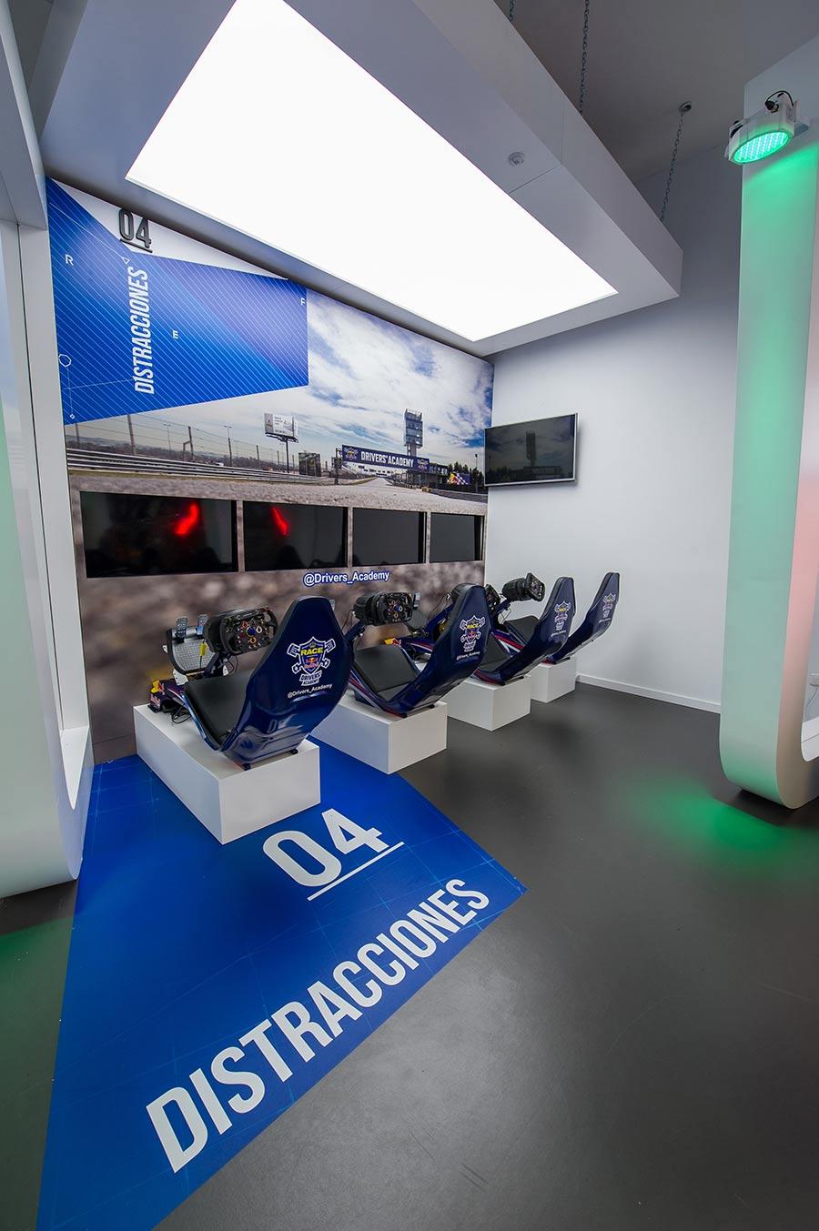Simuladores Escuela de conducción Drivers' Academy RACE-Red Bull