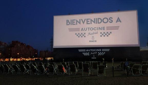 Zona hamacas Autocine Madrid RACE