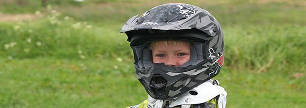 Normativa viajar niños en moto