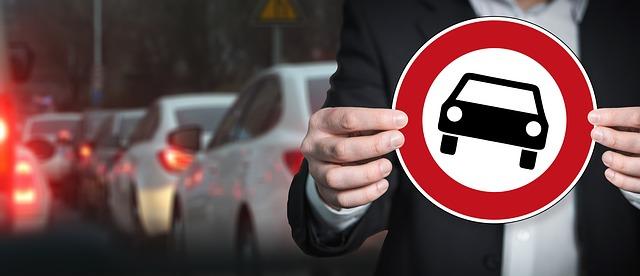 señales curiosas causan distracciones al volante