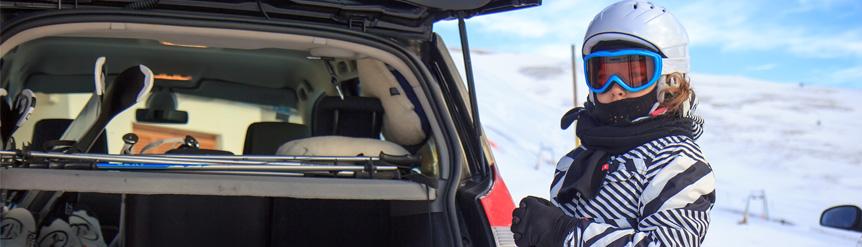 La peligrosidad de llevar el material de esquí en habitáculo coche