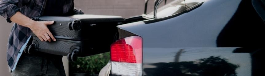 Cuánto puede sobresalir la carga en un coche