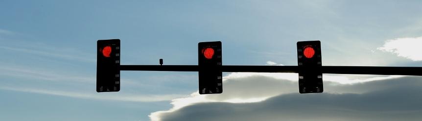 Multas al saltar semáforo en rojo